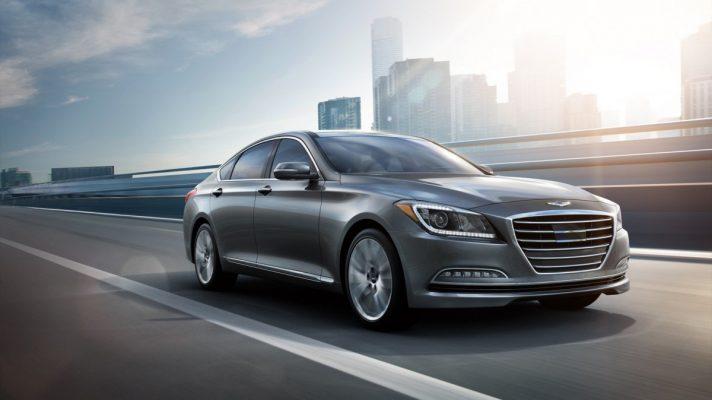 Luxusné auto na diaľnici potrebuje kvalitné pzp porovnanie